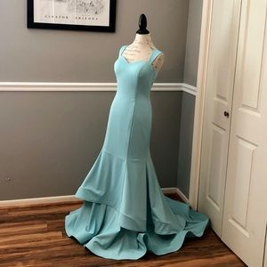 NEW TIFFANY BLUE COUTURE STRETCH MATERIAL GOWN